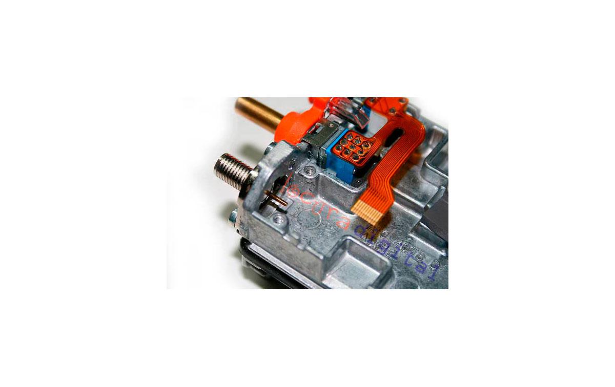 SMATK3201 KIT A Conector de Recambio SMA hembra  + 2 tornillos + 1 goma protectora  para Kenwood TK3