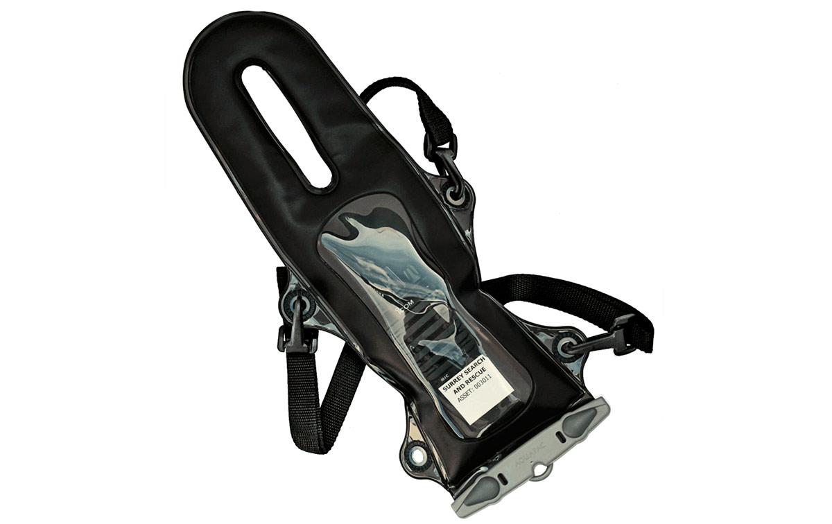 AQ229 AQUAPAC Funda impermeable para walkie talkie tipo arnes de 3 puntos. Funda PRO 100% estanca y sumergible para Walkies | Radios VHF estándares.