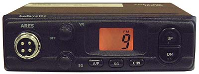 Lafayette Ares Black Kit C. 27 Mhz CB transceiver. AM / FM 4 watts + SLIM 145 ANTENNA + MULTI-ARTICULATED BASE SP100M