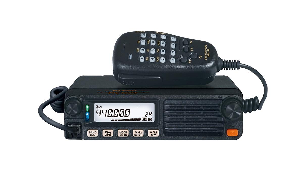 FTM-7250 DE proporciona una potencia de salida 50 watios, con niveles de potencia incrementales de 5 a 50 vatios.