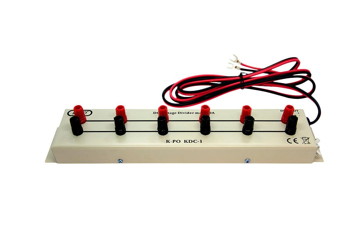 El KDC1N es un práctico adaptador de multiples salidas para las fuentes de alimentación que multiplica la salida de las mismas en 6 salidas independientes para conectar varios aparatos.