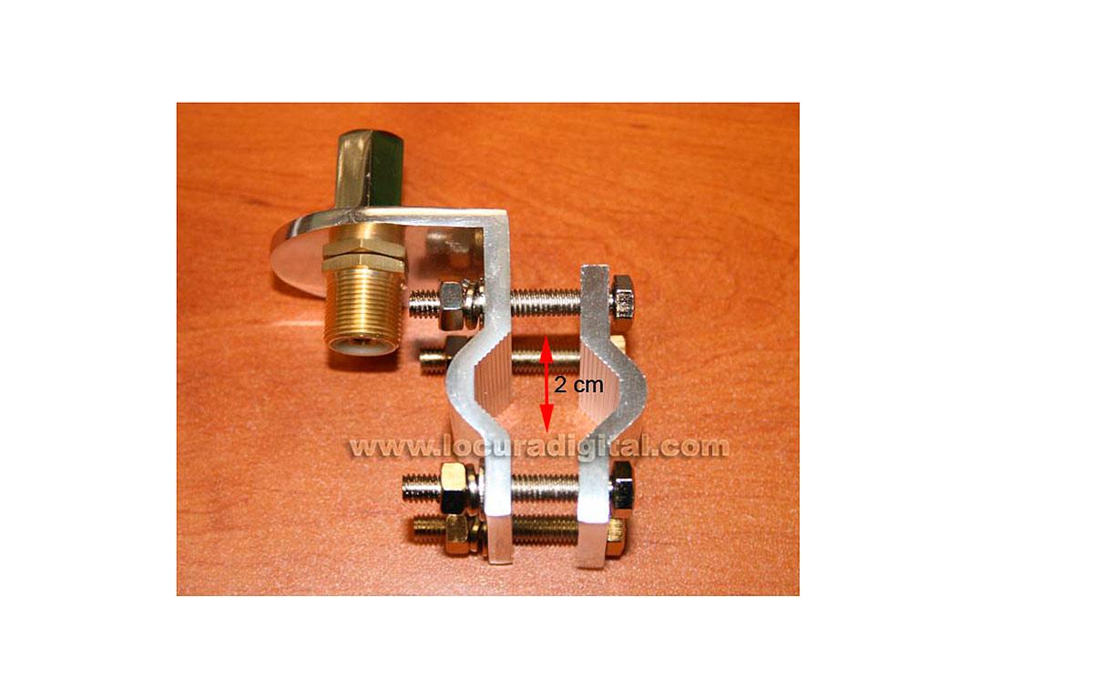 MFJ342T Soporte para antenas rosca 3/8 ideal para sujetar en barandillas o tubos, conector inferior es PL hembra.