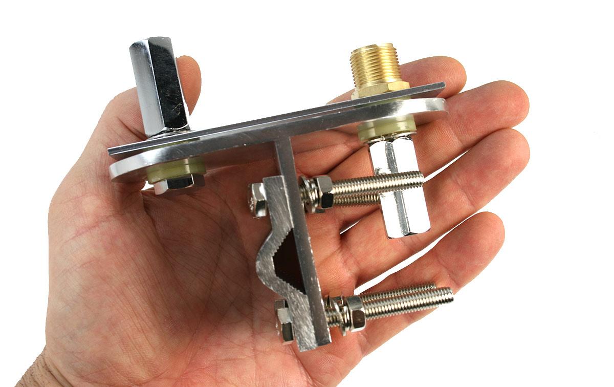 Soporte original de MFJ para mini-dipolo, con 2 antenas de movil monobanda