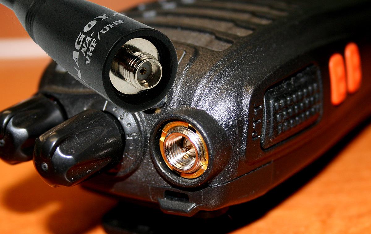 Nagoya NA-701-SMA Antena bibanda 144 / 430 mHZ con ganancia de 2.15 una longitud de 20 cm, y máximo 10w de potencia conector SMA hembra