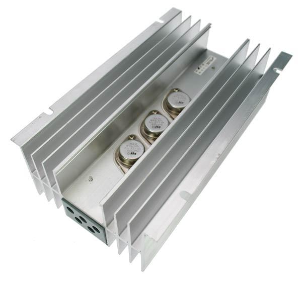 r?cteur de tension R20ZETAGI ZETAGI 24 ?2 volts, 20 amp?s. auto-prot?