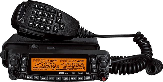 luthor tlm-909 emisora multibanda 4 bandas 29/50/144/430 mhz caratula extensible altavoz ideal para poner la emisora por ejemplo en maletero y el cabezal de la emisora en salpicadero del vehiculo.