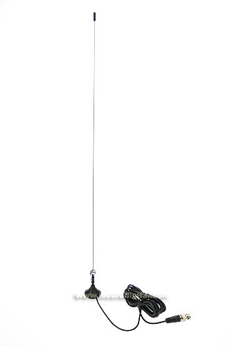 This antenna, small size, features a powerful magnet, which allows quick installation on a metal chassis. Its gain is 2.15 dB and the maximum power is 50 watts, ideal for walkie talkie. BNC connector.