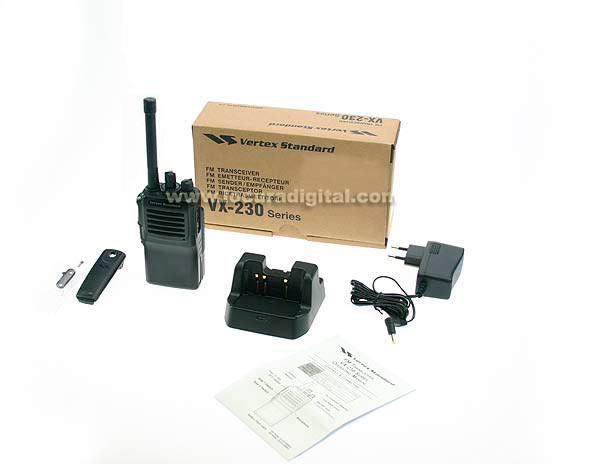 VERTEX STANDARD VX231 UHF walkie profesional UHF 400 - 470 Mhz.   bateria FNB- V131 DC 7,2 V 1380 LITIO   cargador inteligente.