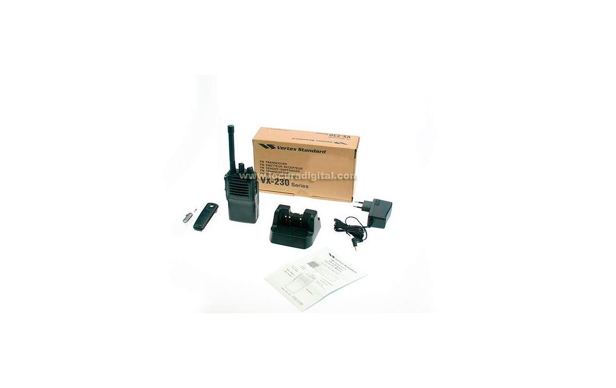 VX231 VHF VERTEX  STANDARD walkie profesional UHF 400 - 470 Mhz 16  CANALES. + bateria FNB- V132  DC