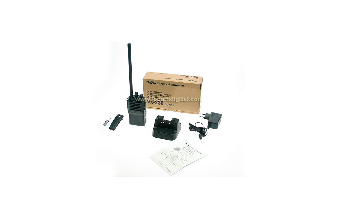 VX231 VHF VERTEX  STANDARD walkie profesional VHF 136 - 174 Mhz 16  CANALES. + bateria FNB- V132  DC