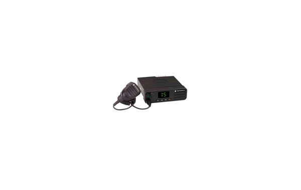 MOTOROLA DM-4400 VHF Emisora digital 1-25W Frecuencias 136-174 mHz  Canales 32