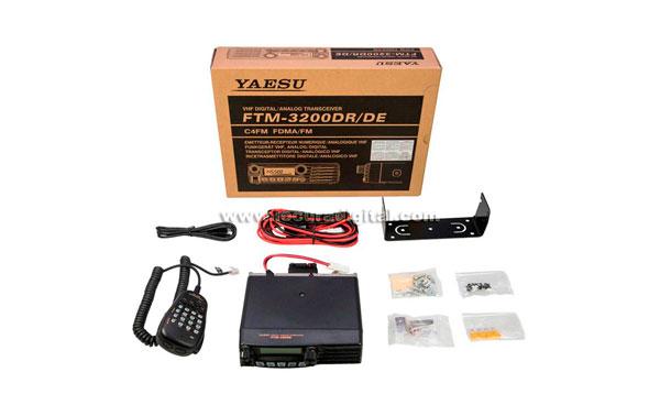 FTM3200E YAESU Amateur 144-146 Mhz mobile equipment. 65 watts. Analog and Digital C4FM